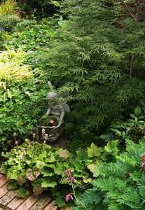 tiarella-statue