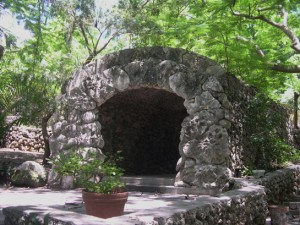 Bot G Grotto tunnel