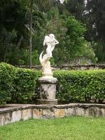 a lovers statue VG