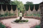 wall fountain yew M